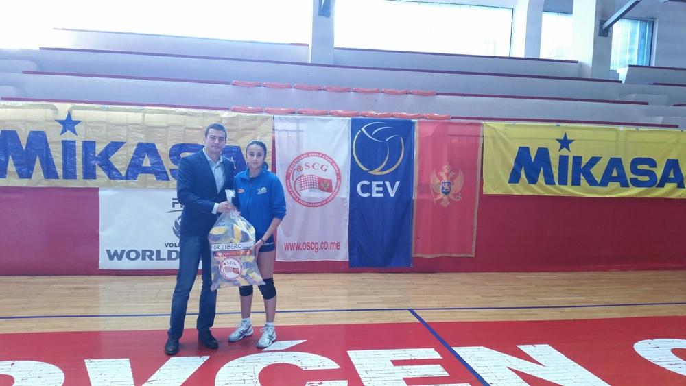 Generalni sekretar Ivan Bošković uručio je lopte igračici Libera Anastasiji Majstorović