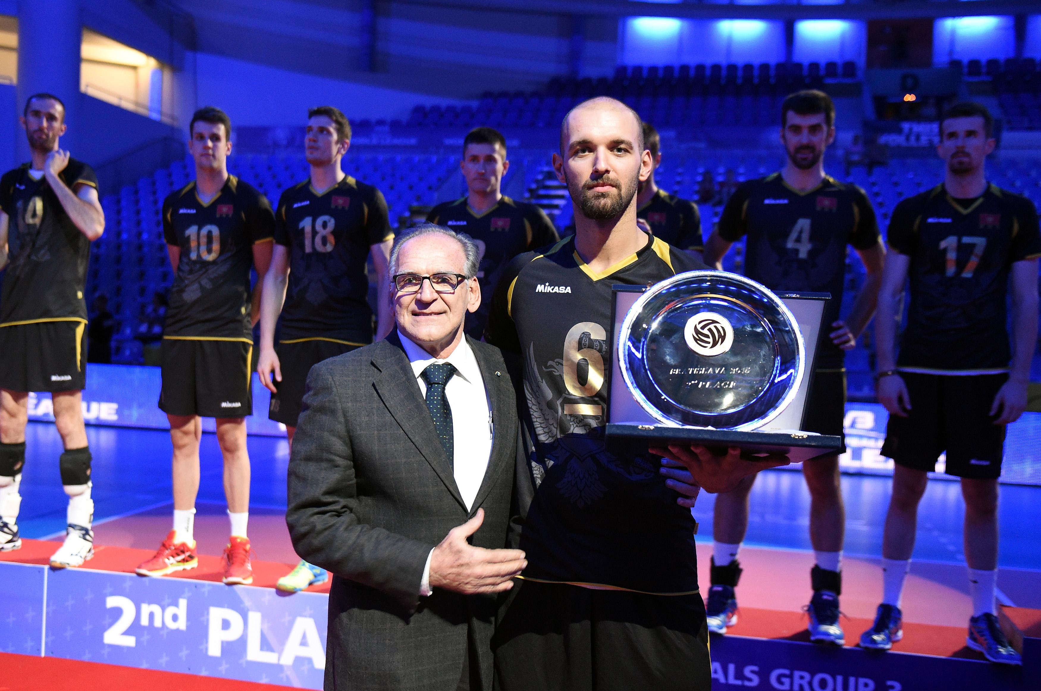 vojin cacic prima nagradu odbojka crna gora svjetska liga volleyball montenegro