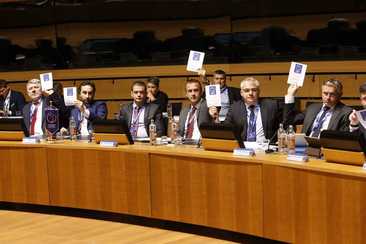 37-cev-kongres-luksemburg-evorpska-odbojkaska-konfederacija-glasanje-cvetko-pajkovic-ivan-boskovic-7